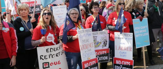 Photo of OSSTF/FEESO members at a protest